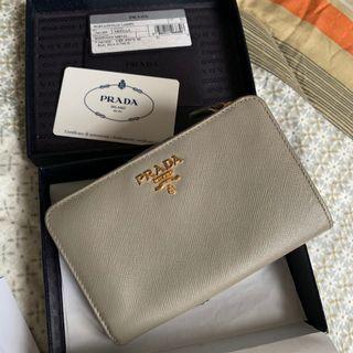 🚚 PL Prada Saffiano Wallet in Argilla