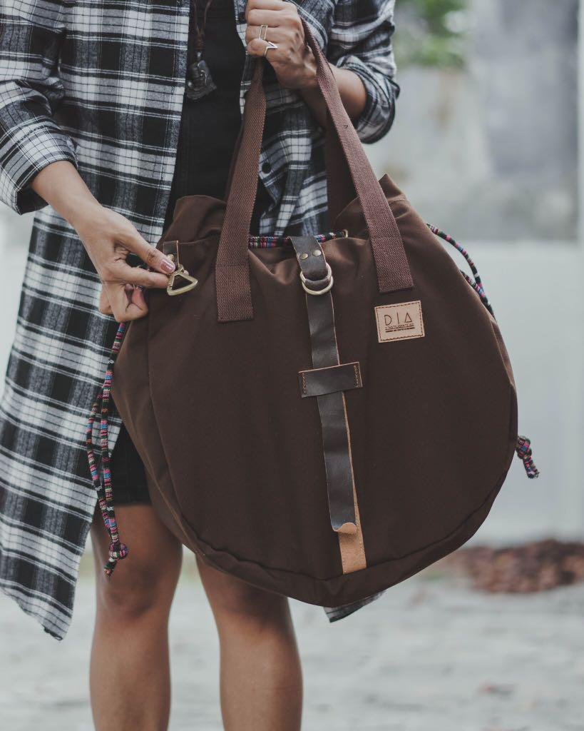 D Instrument's Aid-Canvas and Leather Slingbag
