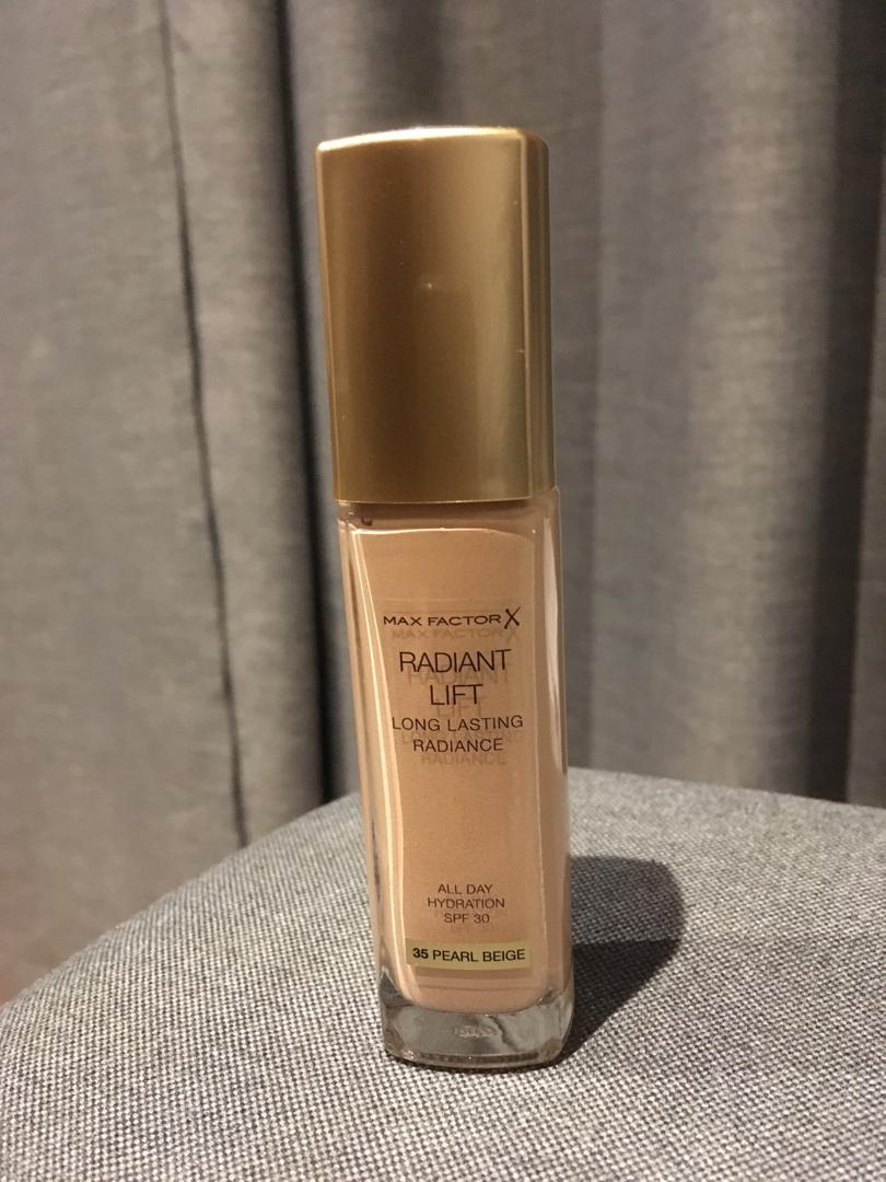 MAX FACTOR RADIANT LIFT long lasting radiance foundation - SP30