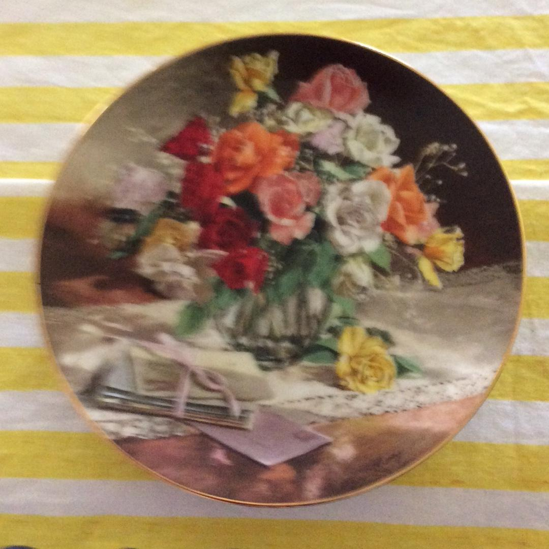 Roses plate in Fine China 1988 Collectors item
