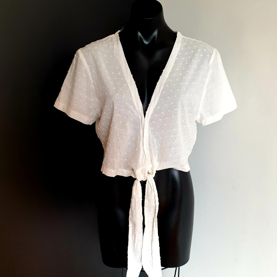 Women's size XS (6-10) 'ZENITH' Stunning white boho textured tie up crop top - AS NEW