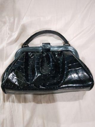 🚚 Small handbag