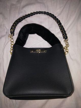 🚚 Vincci fur handbag