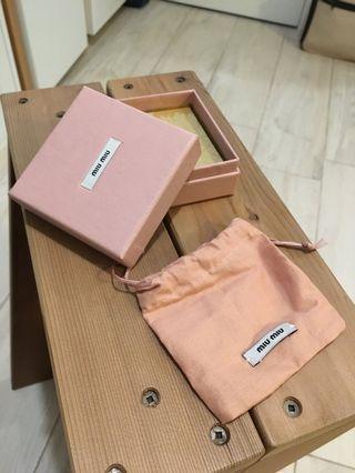 Miu Miu 手飾紙盒連塵袋