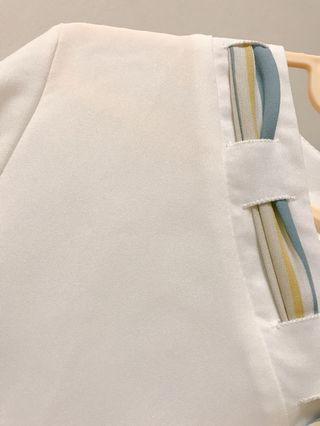 🚚 彩條領結雪紡上衣