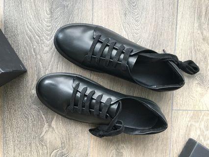 OAK + FORT *NEW* Black Faux Leather Sneakers (Size 9)