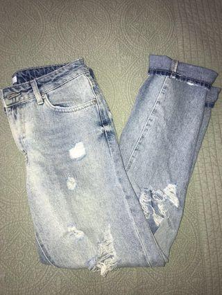 FOREVER21 boyfriend ripped jeans
