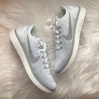 Authentic original Nike free rn distance white wolf grey