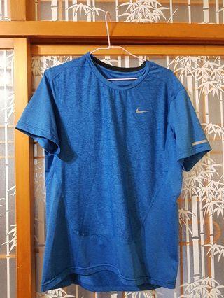 🚚 【二手】極新Nike衣服/M號/吸濕排汗/修身/運動/質料好