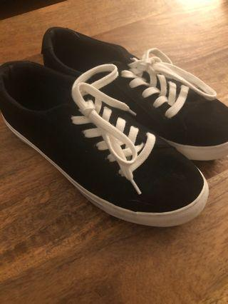 Harlow sneakers size 7