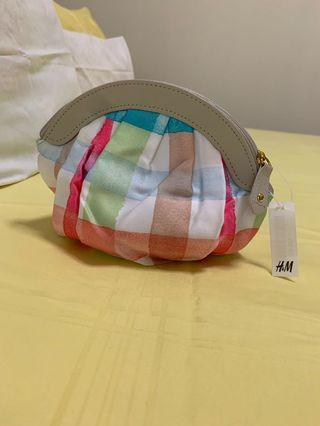 🚚 H&M silky checked limited edition pouch BNWT