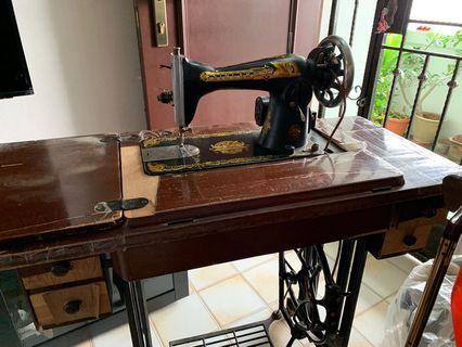 🚚 Singer sewing machine