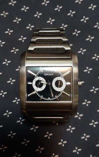 🚚 DKNY男錶