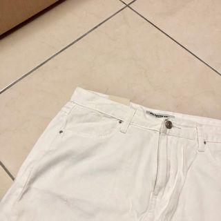 🚚 出清含運!(下單前詢問出貨日期)好美的白色短裙🥰適合棉花糖有安全褲的裙子
