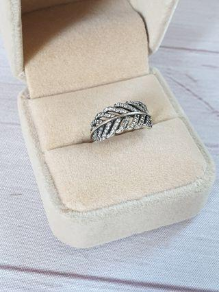 🚚 Sterling Silver Sparkling Feather CZ Ring 925