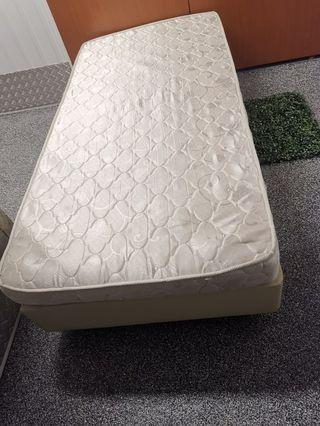 🚚 Single Bed Frame with matress