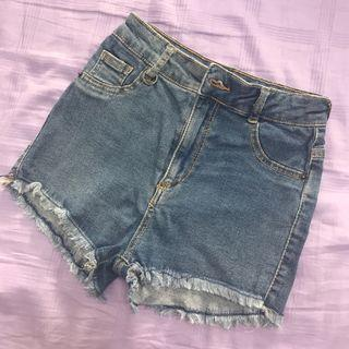 🚚 Bershka Frayed denim shorts