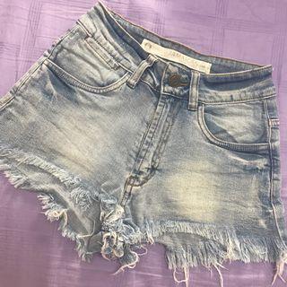 🚚 Frayed high waist denim shorts