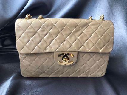 100% authentic vintage Chanel beige Maxi jumbo lambskin