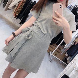 全新 短袖+鬆緊短裙套裝
