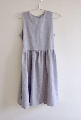 🚚 Cinched grey dress