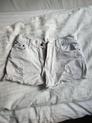 🚚 White denim distressed shorts