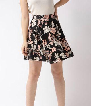 Women Black & Off White Floral Printed Flared Skirt