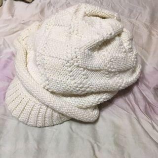 冬季白色鴨舌帽~