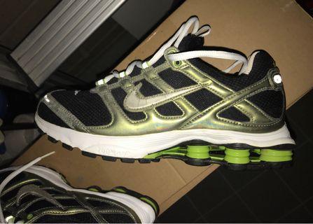 🚚 Nike Shox running sneaker