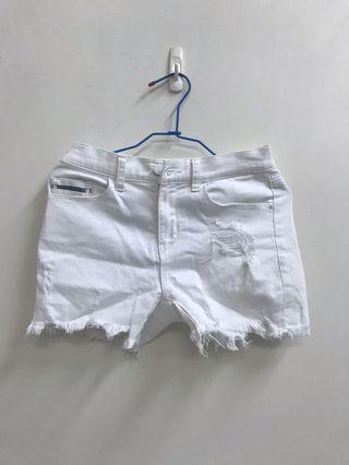 白色ck破洞短褲(s)