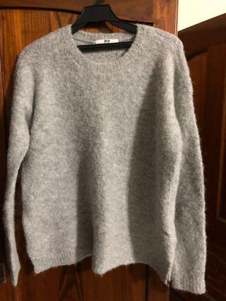 UNIQLO灰色毛衣