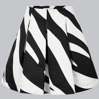 Cut Label Black and White Wave Print Skirt