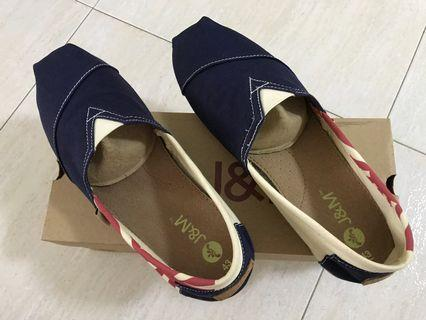 🚚 J&M Shoe