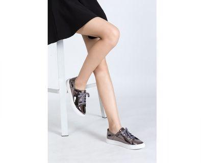 🚚 Prettyfit Patent Sneaker