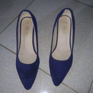 Sepatu heels biru