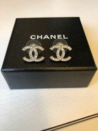 🚚 Chanel earrings (Authentic)