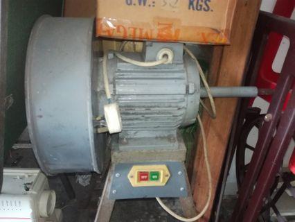 Electric motor for shoe repair, cobbler, shoe maker.