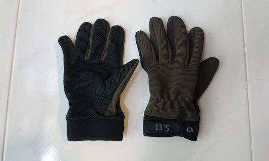 Gloves with grip dots
