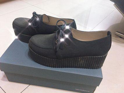 黑色鬆糕鞋 (23號)