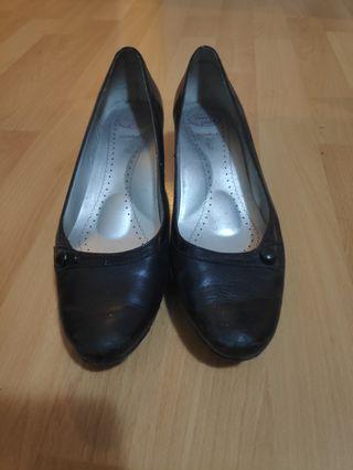 Homyped kitten heel work black leather shoes size 7.5-8