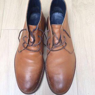 🚚 M&S Authentic Leather Chukka boots