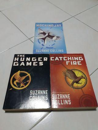 🚚 The Hunger Games Trilogy - Suzanne Collins