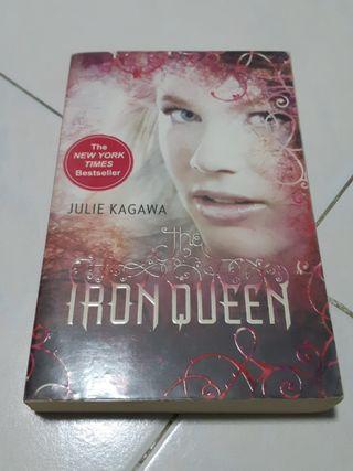 🚚 Iron Fey: The Iron Queen - Julie Kagawa