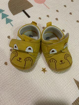 Baby shoe for learning how to walk 学步鞋 size:10.5cm(inner),11cm(outer)
