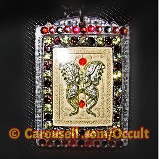 ❤️人緣至尊蝶神牌 🦋 ( 🌟 Golden Thep Pha Mon Jumleng ) 在於白色神聖的模子上和金色(Phra Phrom)大梵天王四面神 +加入14枚寶石💎+ 4銀筒符 + 4隻財富蜘蛛 ~ 🌟 絕對驚人的限量版!