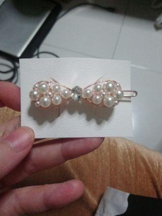 🚚 Korean style pearl hair clip