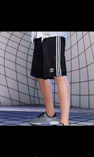 🚚 愛迪達三線短褲