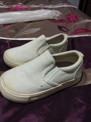 🚚 White shoe