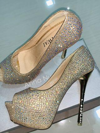 """Gold Glitter Heels 5.5"""""""