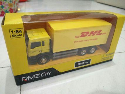 DHL Truck scale 1:64 stated on box but actual scale is 1:43 (4 inch)